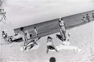 GARRY WINOGRAND Beach Scene Women are Beautiful