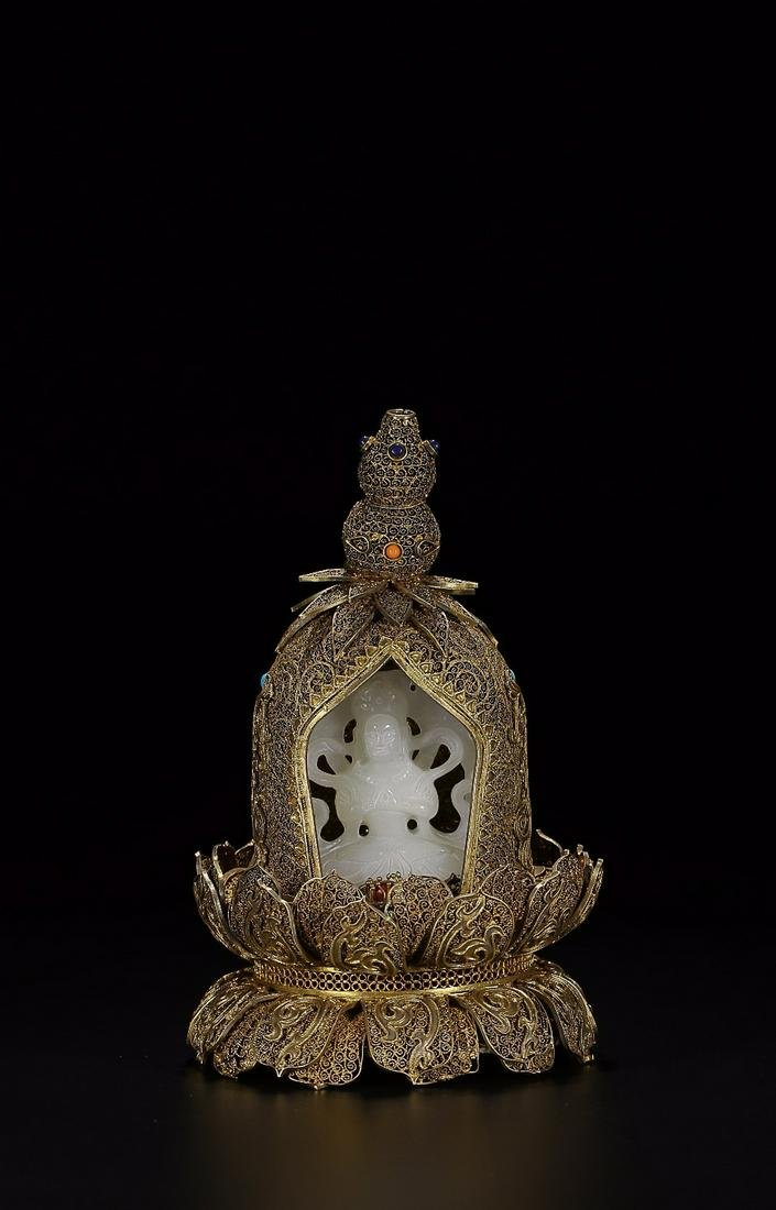 HETIAN WHITE JADE CARVED 'GUANYIN'-INLAID GILT-SILVER