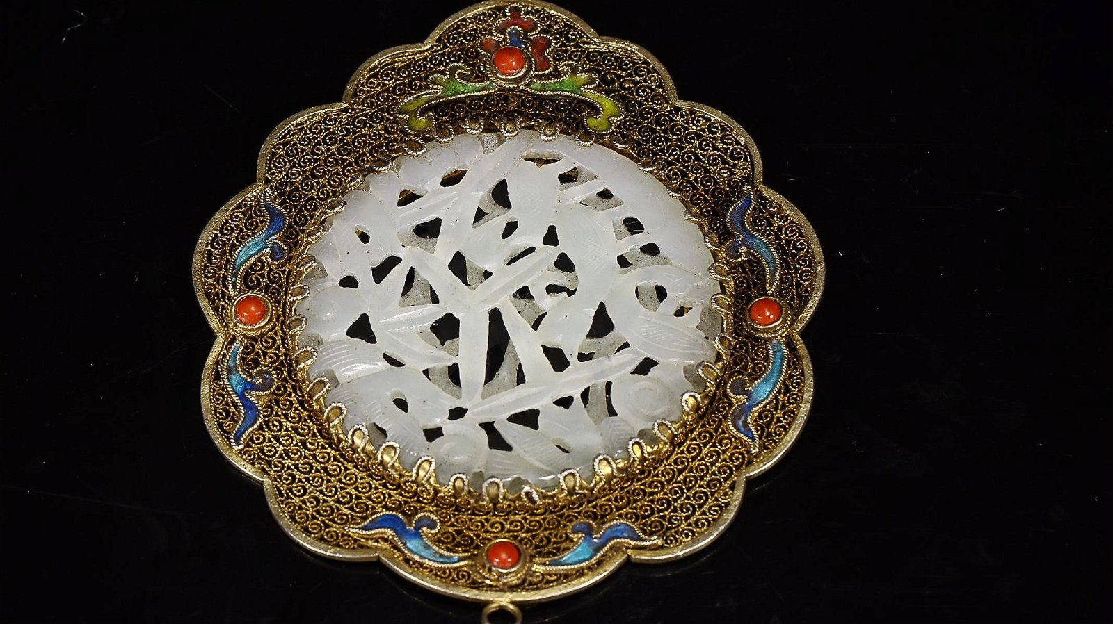 HETIAN WHITE JADE CARVED 'LEAFS'-INLAID GILT-SILVER
