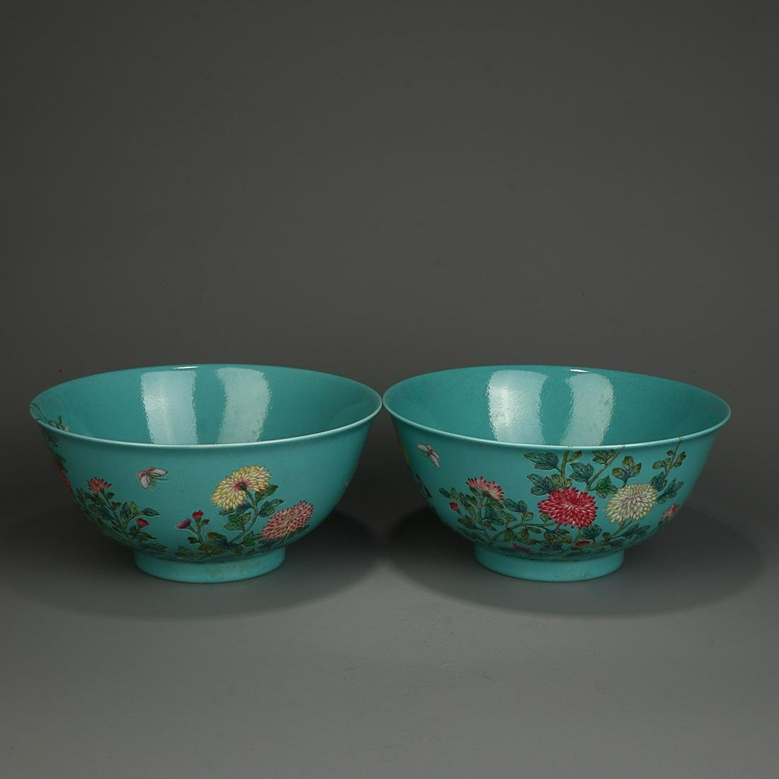 PAIR OF GREEN GROUND FAMILLE ROSE 'FLORAL' BOWLS, QING
