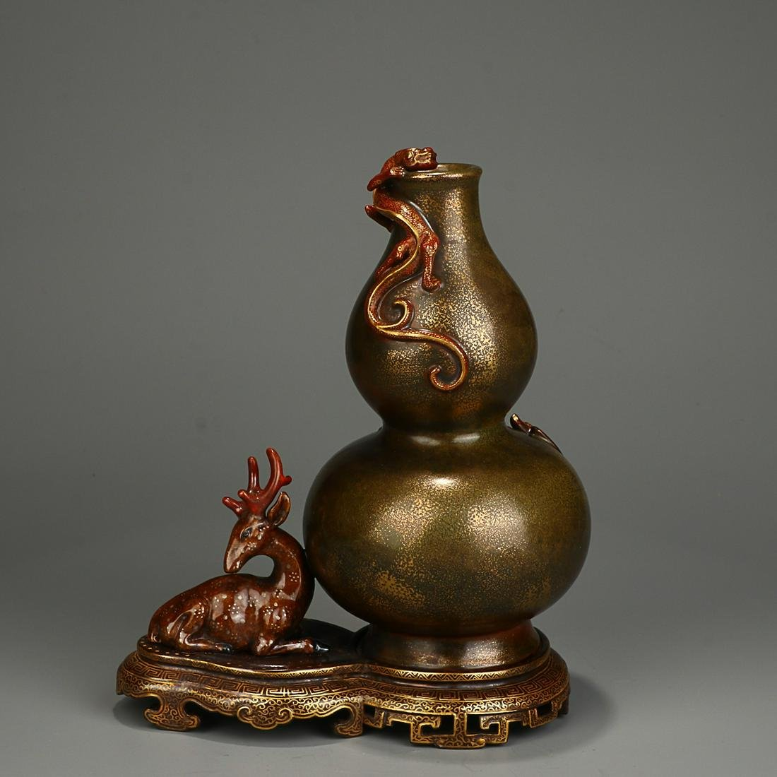 GOLD-SPLASHED TEA-DUST GLAZED 'FULU' DOUBLE-GOURD VASE