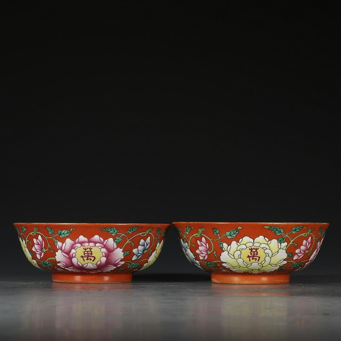 PAIR OF IRON-READ GROUND FAMILLE ROSE 'FLORAL' BOWLS,
