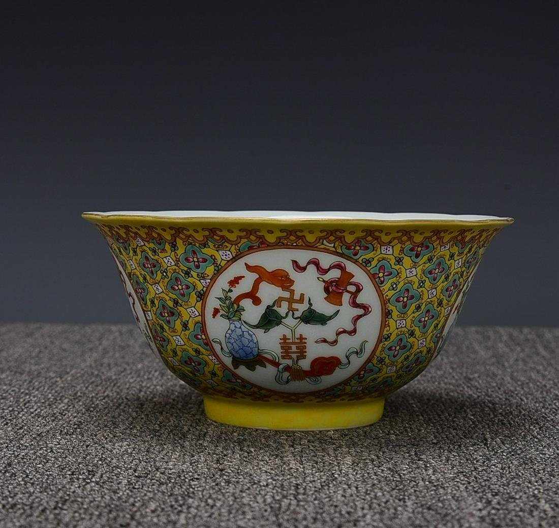 YELLOW GROUND FAMILLE ROSE 'FLORAL' BOWL, QING QIANLONG
