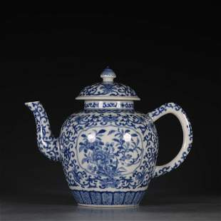 CHINESE BLUE AND WHITE PORCELAIN TEA POT