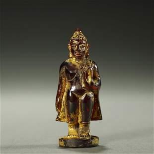 QING DYNASTY,GILT-DECORATED AMBER BUDDHA STATUE