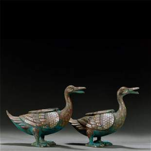 A PAIR OF GOLD AND SILVER-INLAID BRONZE DUCKS,WARRING