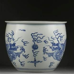 A LARGE BLUE AND WHITE DRAGON JAR,QING DYNASTY