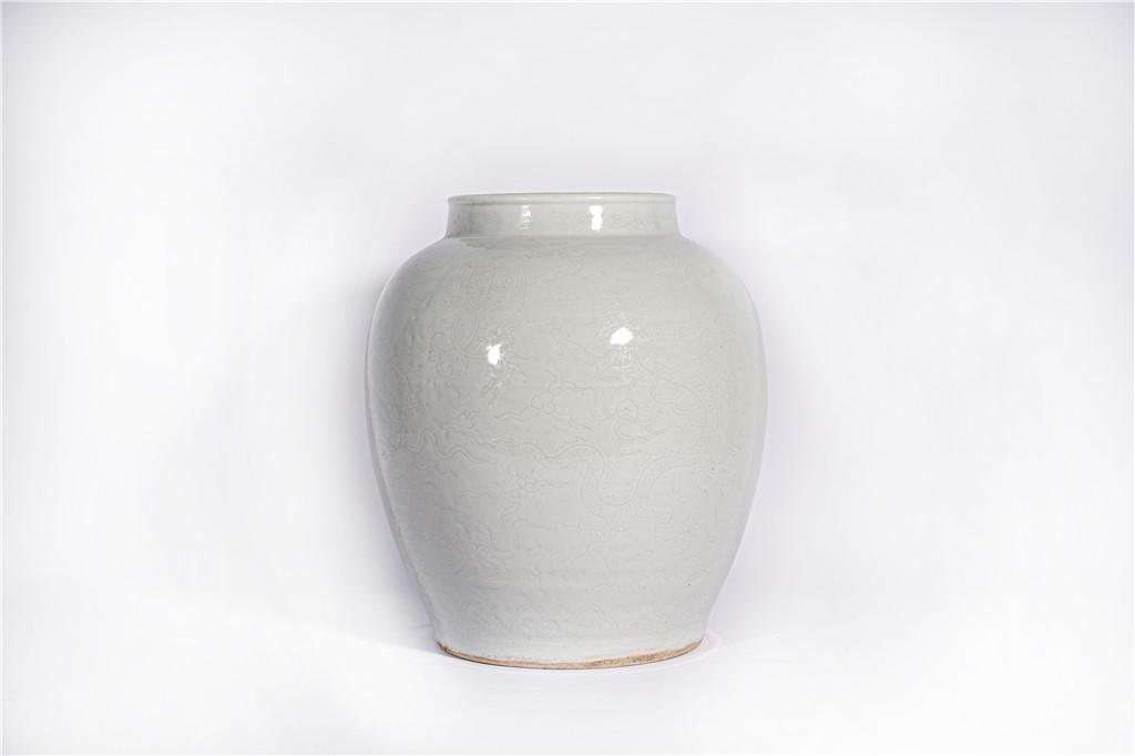 A White Glazed Jar Jiajing Period