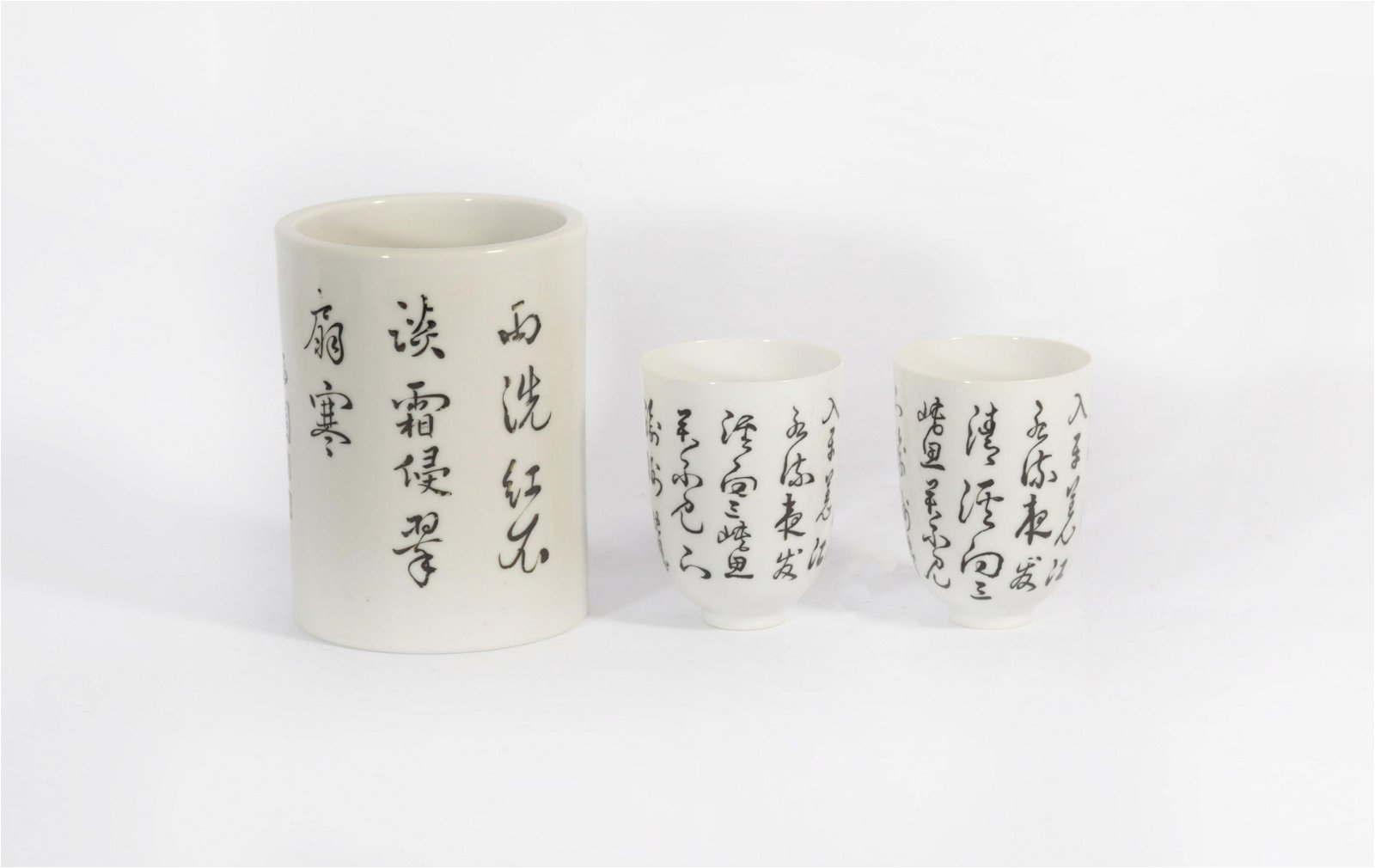 Three pieces of Kangxi porcelain in Qing Dynasty