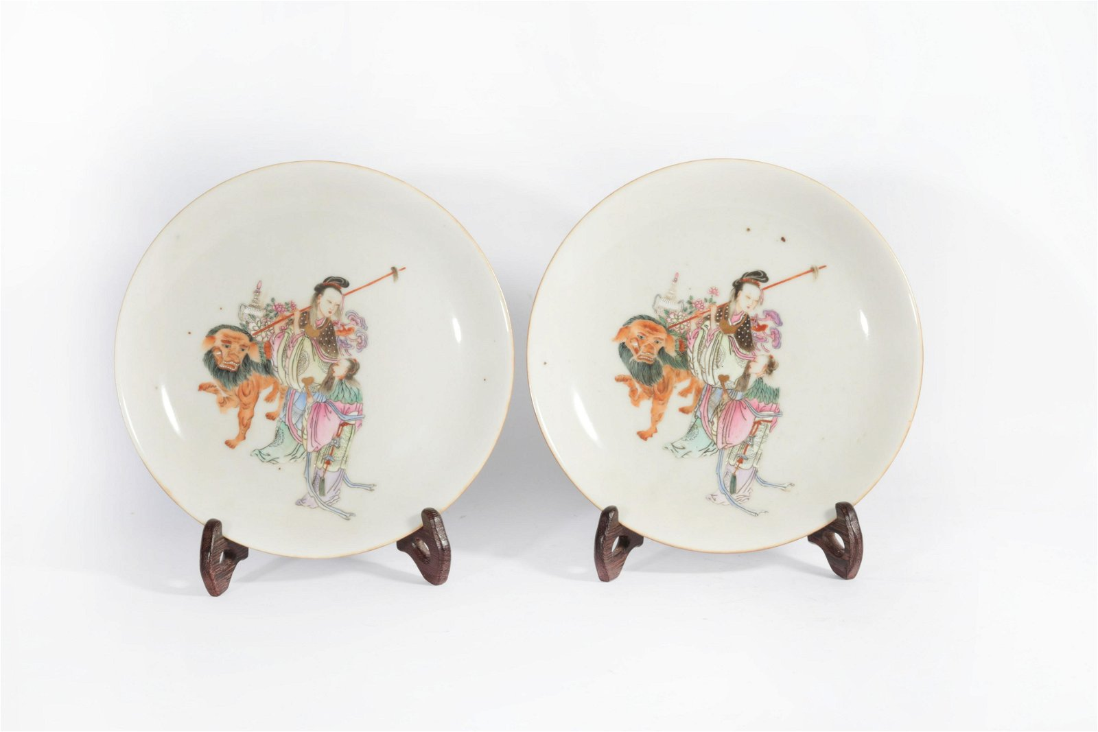 A pair of pink characters in Qianlong in the Qing