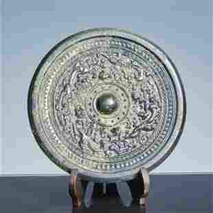 Bronze mirror with dragon pattern in Han Dynasty