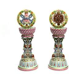 A pair of Chinese Famille Rose Porcelain Buddhist