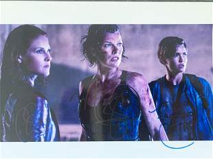 Resident Evil: The Final Chapter cast signed movie