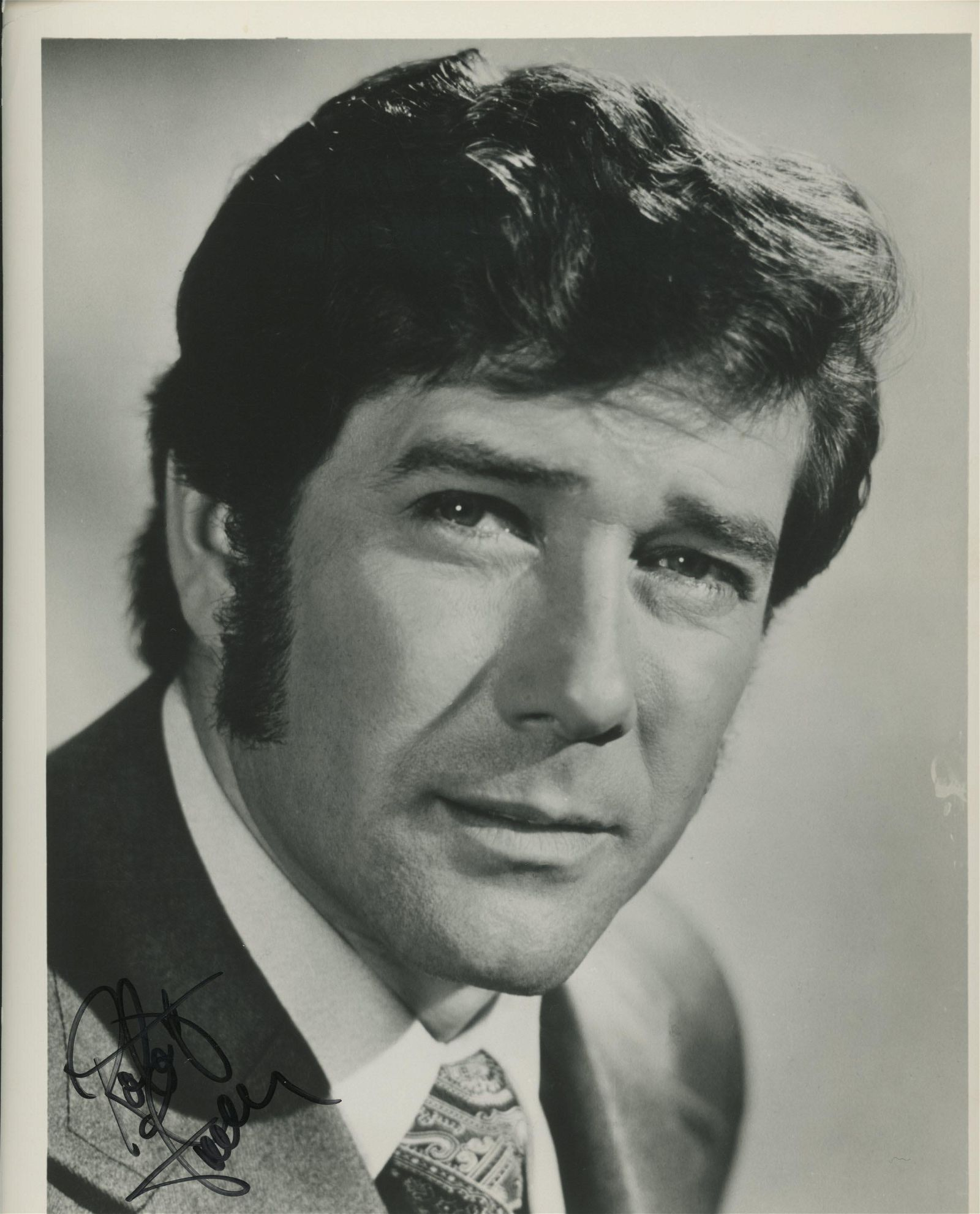 Robert Foster signed photo