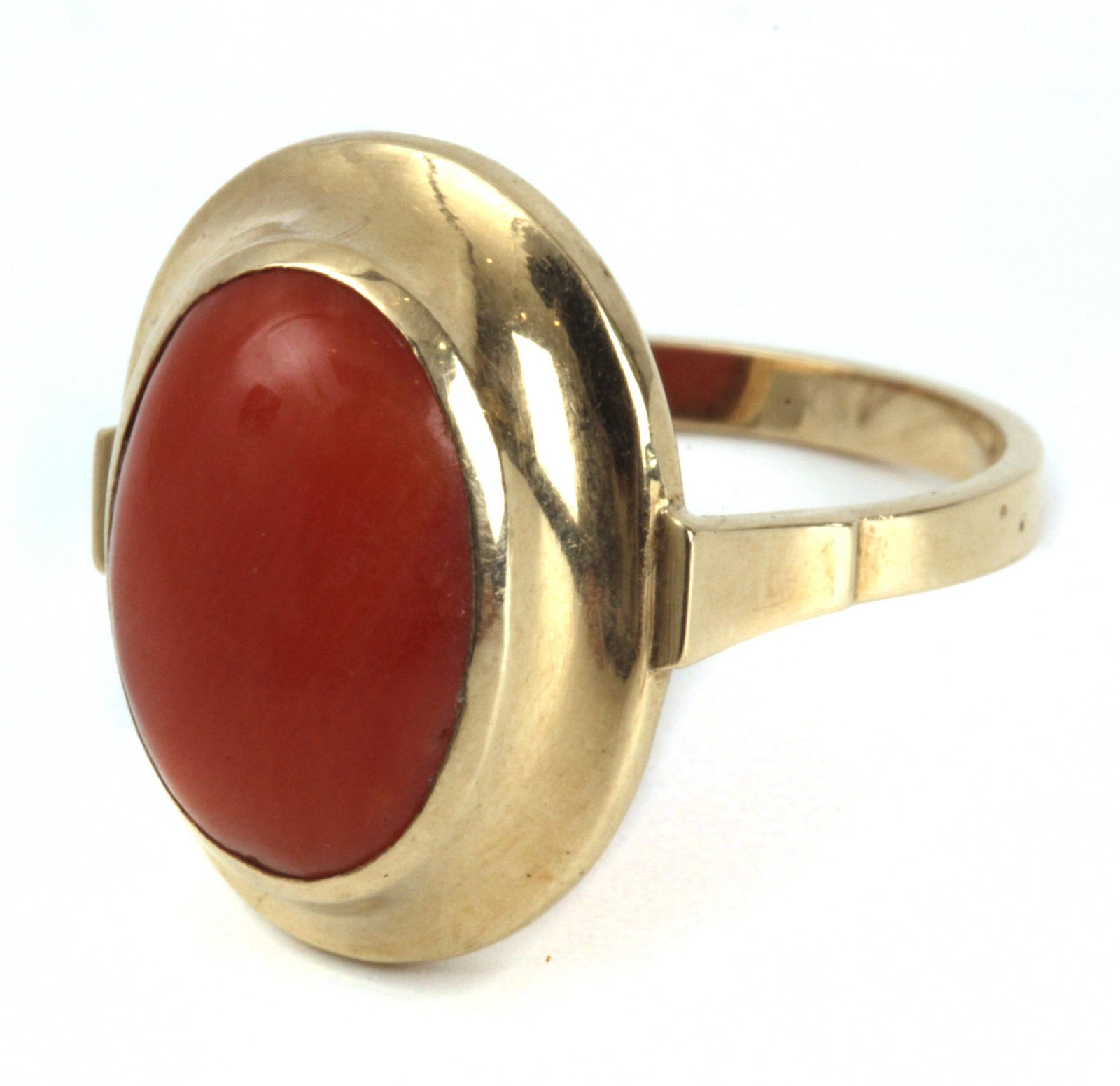 A ring circa 1950 with an 18k. yellow gold setting with
