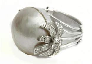A mabe pearl and diamonds ring circa 1960 with a