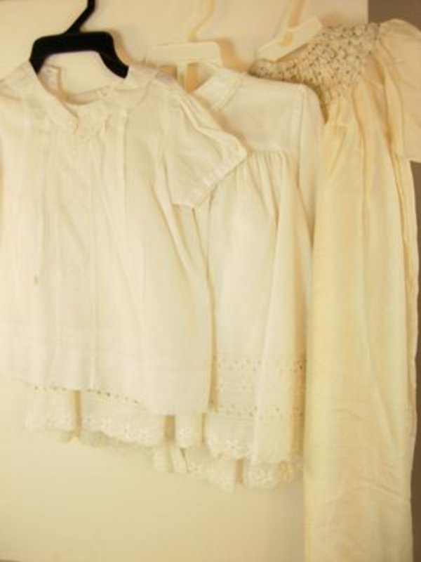 16: TEN MISCELLANEOUS CLOTHING ITEMS