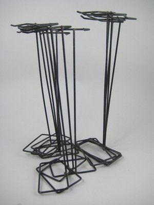 9: 14 BLACK WIRE STANDS - 5 KEN AND 9 BARBIE SIZED