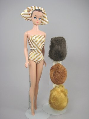 11: FASHION QUEEN BARBIE WITH WIGS AND WIG STAND
