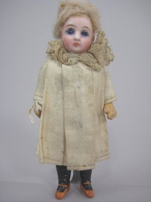 """18: 5"""" CLOSED MOUTH BISQUE SOCKET HEAD DOLL"""