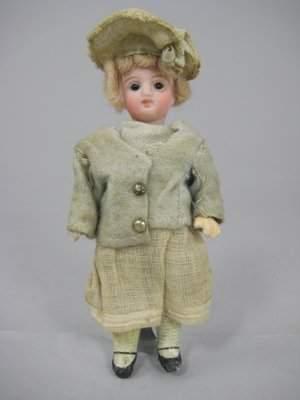 "5"" 1907 RECKNAGEL GERMAN GIRL ORIGINAL COSTUME"