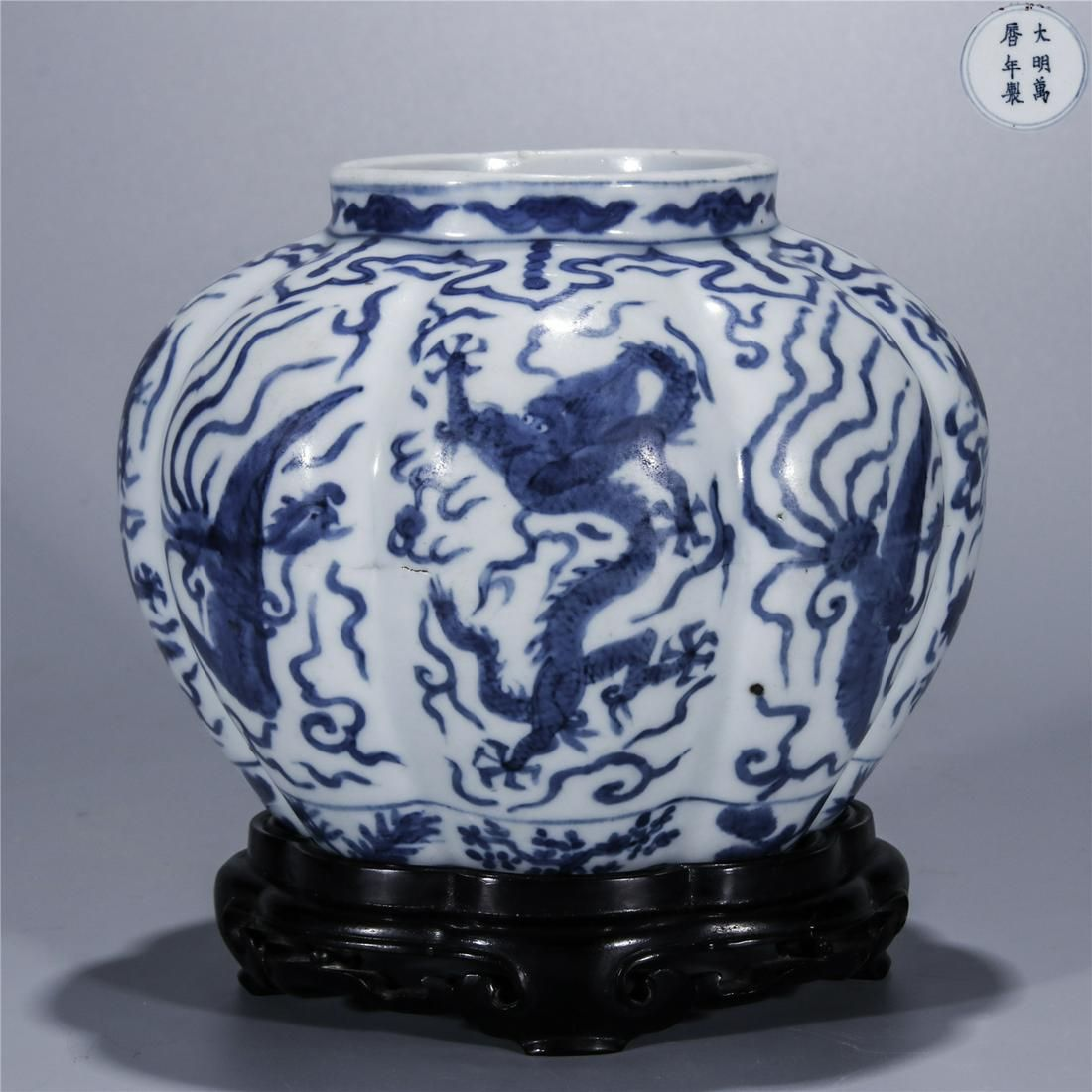 Blue and white dragon pheonix drawing porcelain jar