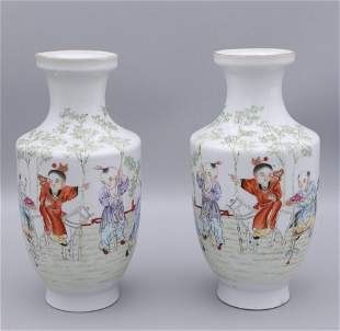 pair of chinese porcelain small vases