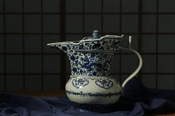 Ming dynasty, Xuan de style, blue and white dragon