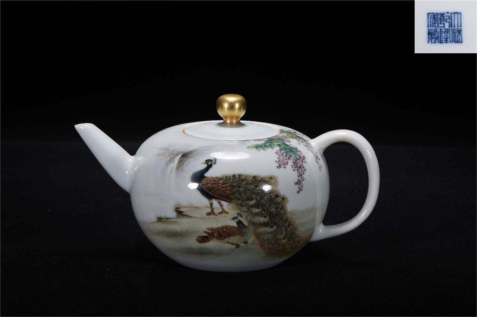 Qing Qianlong style famille rose porcelain jar