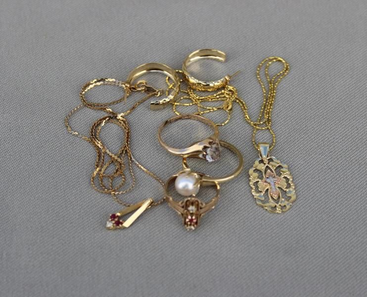 ESTATE GOLD JEWELRY GROUPING
