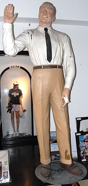 754: 10 Foot Tall Animated Waving Man Statue