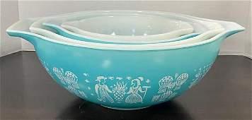 4 Pc. Amish Pattern Vintage Pyrex Nesting Bowls