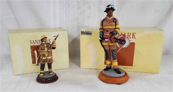 """2 Vanmark """"red Hats Of Courage"""" Figures"""