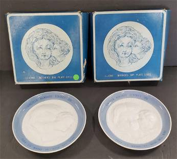 Pair of 1971 Mother's Day Lladro Plates in Boxes