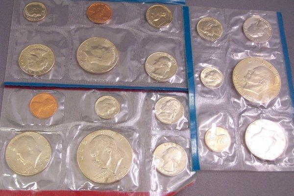 6A: THREE UNCIRCULATED COIN SETS 1 BICENTENNIAL 1978,19