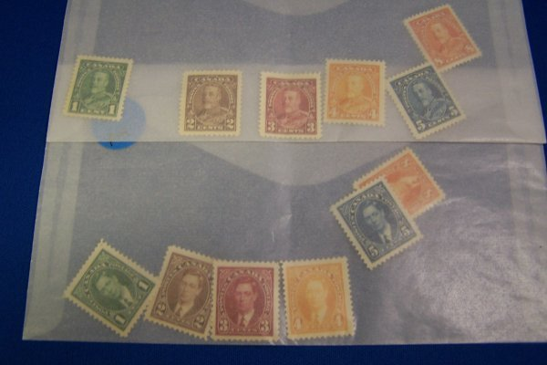 24A: 12 CANADIAN STAMPS MINT