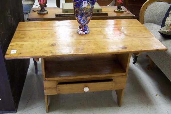 20: EARLY PINE TILT TOP TABLE BENCH