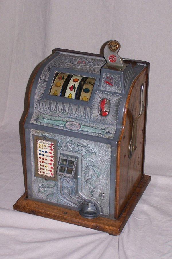 400: ANTIQUE 5 CENT SLOT MACHINE WITH KEYS