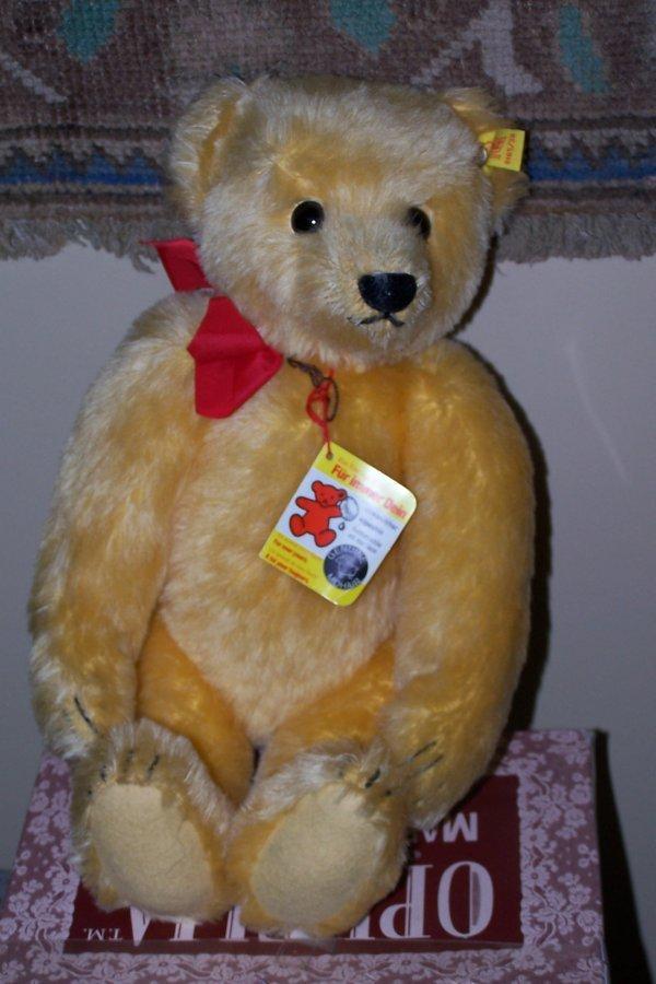 410: STEIFF MOHAIR BEAR WITH SOUND BOX