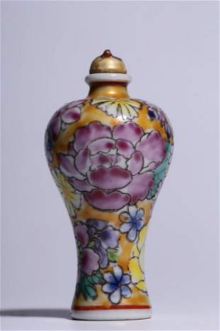 A FAMILLE ROSE FLORAL SNUFF BOTTLE WITH STOPPER