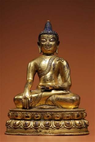 A GILT BRONZE FIGURE STATUE OF SHAKYAMUNI BUDDHA
