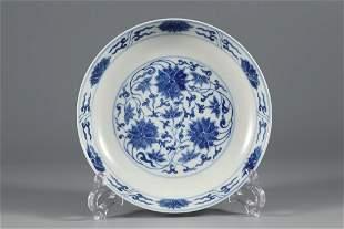 A BLUE AND WHITE 'FOLIAGE LOTUS' PORCELAIN PLATE