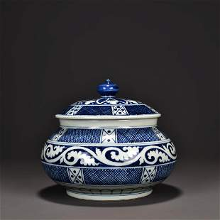 A BLUE AND WHITE PORCELAIN JAR WITH COVER