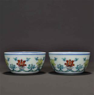 A PAIR OF BLUE AND WHITE DOUCAI FLORAL CUPS