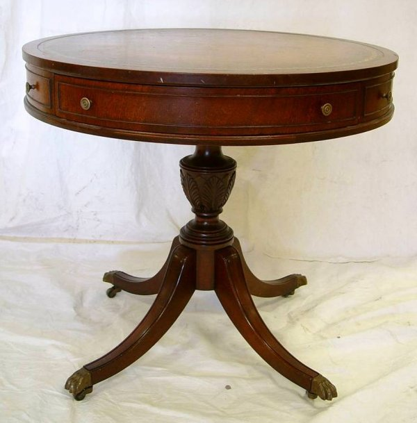 4: MAHOGANY DUNCAN PHYFE ROUND LAMP TABLE WITH TOOLED L