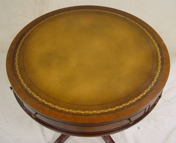 4: MAHOGANY DUNCAN PHYFE ROUND LAMP TABLE WITH TOOLED L - 3