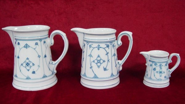 5: THREE BLUE & WHITE MEASURING PITCHERS UNMARKED MEISS