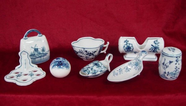 6: 8 PIECES OF BLUE & WHITE PORCELAIN MARKED GERMANY