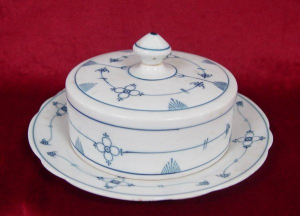 8: BLUE & WHITE PORCELAIN COVERED BUTTER DISH MARKED MO