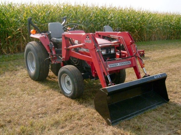 291: Massey 1433 FWD Compact Tractor